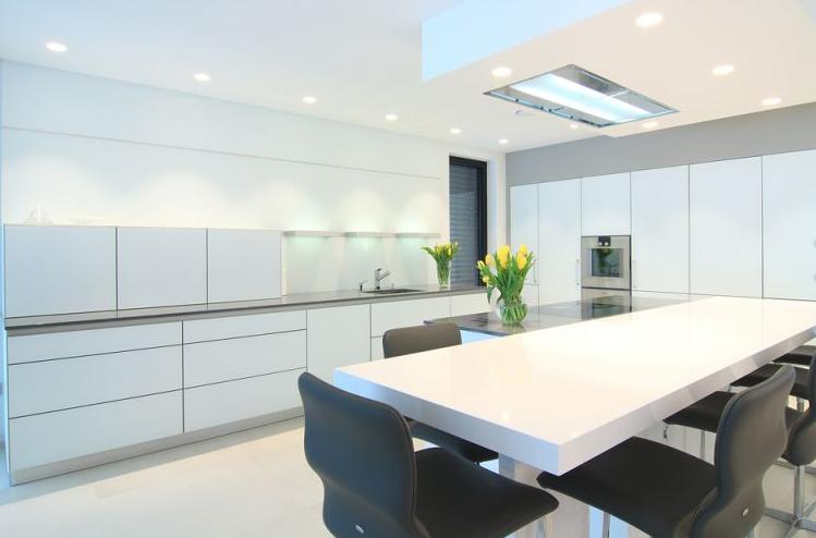 LED osvetlitev moderne kuhinje
